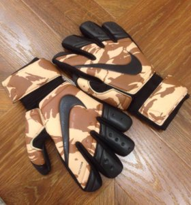 Перчатки для вратаря (футбольные)