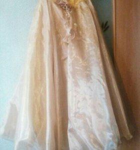 Выпускное платье и перчатки