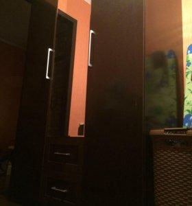 Шкаф трёхдверный