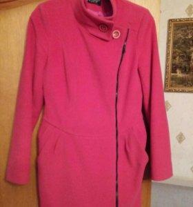 Приталенное пальто цветом фуксия