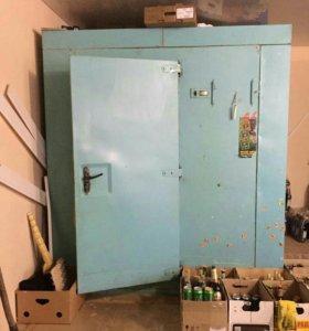 Промышленный холодильник с агрегатом