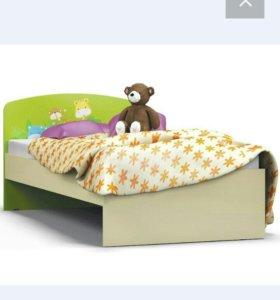 Кровать, матрас и тумбочка