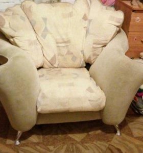 Продам 2 кресло за две 1000.торг уместен.