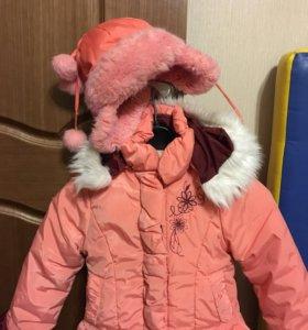 Зимняя куртка с шапкой