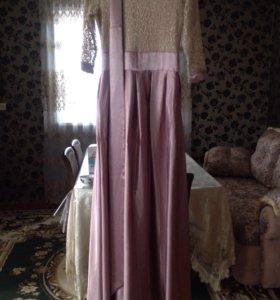 Новое платье было одето один раз