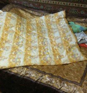 Постельное белье и одеяло в кроватку