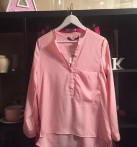 Блузка и цветные джинсы