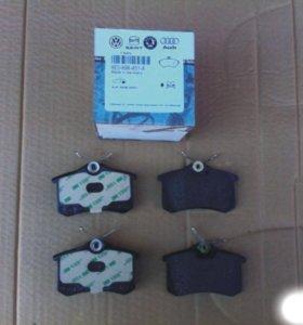 Колодки тормозные задние дисковые VAG 8E0698451A