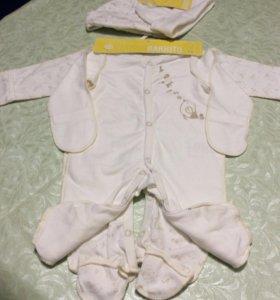 Комбинезон и шапочки для новорождённого (новый)