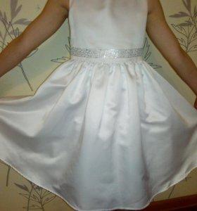 Платье на 4-5 лет .