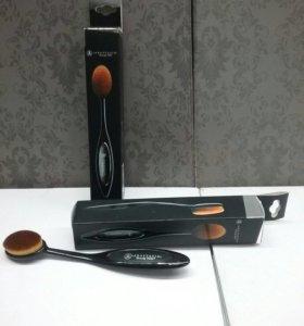 Профессиональная кисточка для макияжа