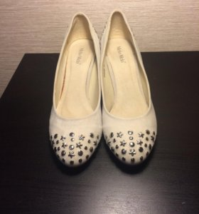 Туфли на 39 р. Бежевые с клёпками