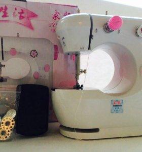 Швейная машинка с педалью