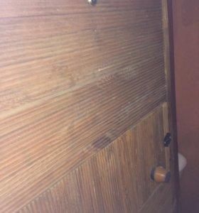 Дверь железная обита рейкой