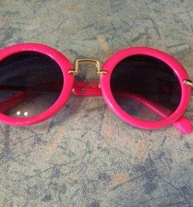 Солнезащитные очки на девочку