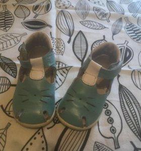 Обувь мальчику ( сандали , ботинки )