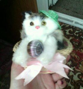 Кошечка в корзинке