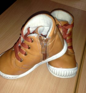 Демисезонные ботиночки для малыша