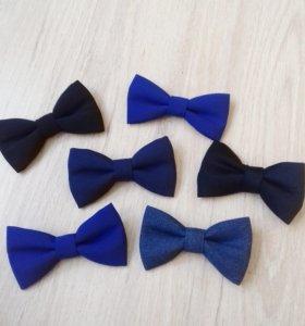 Синий галстук бабочка