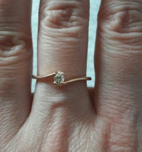 Кольцо золото 585 проба бриллиант 16 размер.