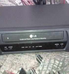 Магнитофон с кассетами (даром)