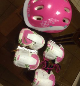 Шлем с наколенникими