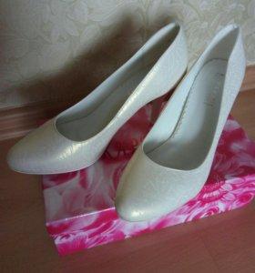 Туфли цвета шампанского р.38