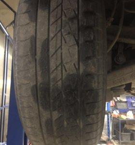 Продам б/у шины Goodyear размер 235/60 R18.