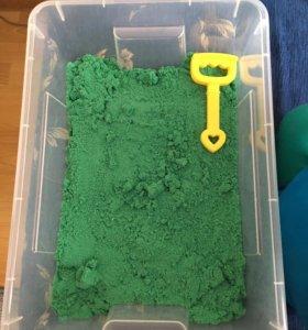 космический песок в контейнере.