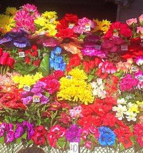 Искусственные цветы, корзины, венки
