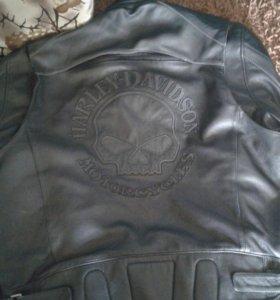 Фирменная кожаная куртка б/у