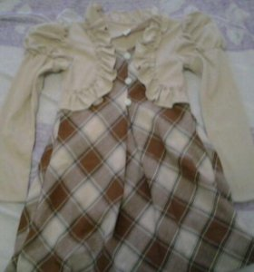 Продаётся одежда для девочки.