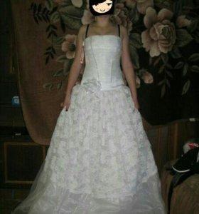 Шикарное свадебное платье без лямок.