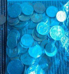 66 иностранных монет.