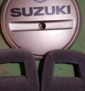 Задняя крышка на колесо и подголовники на Сузуки
