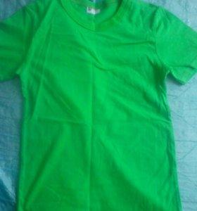 светло зеленая однотонная футболка