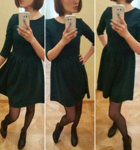 Платье темно-изумрудного цвета