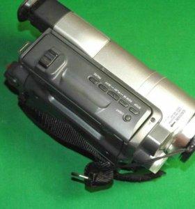 Продам видеокамеру Sony CCD-TRV208E