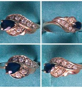 Кольцо золотое с сапфиром и бриллиантами 3,70 г