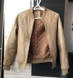 Кожаная куртка новая 44