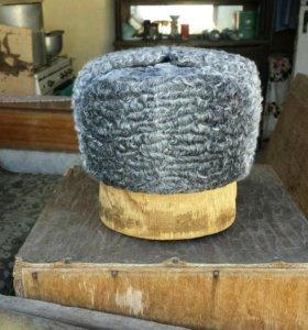 каракулевая шапка-ушанка