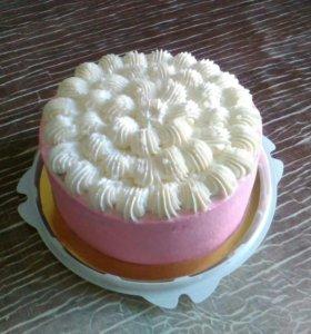 Нежнейший торт с кремовыми оформлением