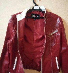 Кожаная куртка(бардовая),демисезонная.