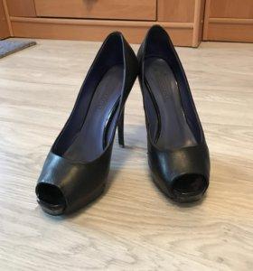 Туфли на высоком каблуке corsocomo
