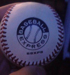 Бейсбольный кожаный мяч привезен из Нью-Йорка