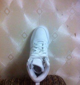 Кроссовки Nike (фирменные)