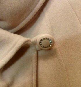Пальто 50- 52-54 размера.