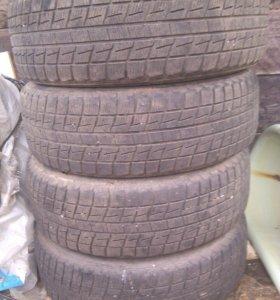 Продам внесезонные шины bridgestone 215/60 r17