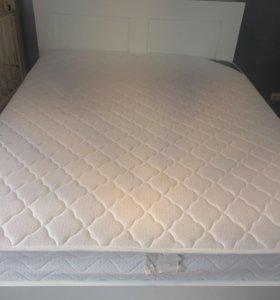 Двуспальная кровать икеа бримнэс с матрасом.