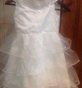 Платье праздничное на девочку5-7лет